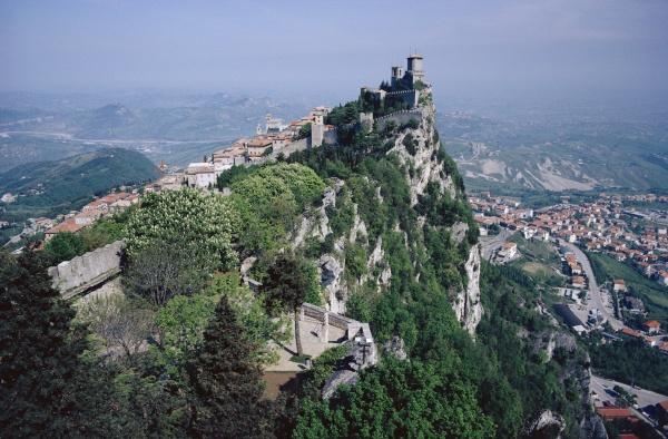 Entdecken Sie Bilder & Videos von San Marino hier!